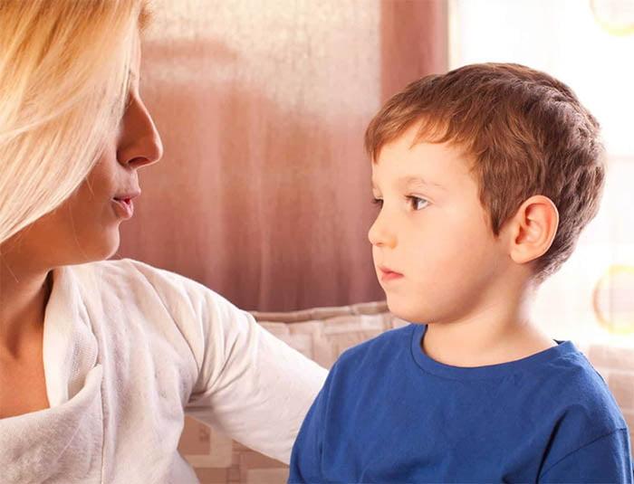Trẻ 3 tuổi chậm nói không thích giao tiếp với bạn bè